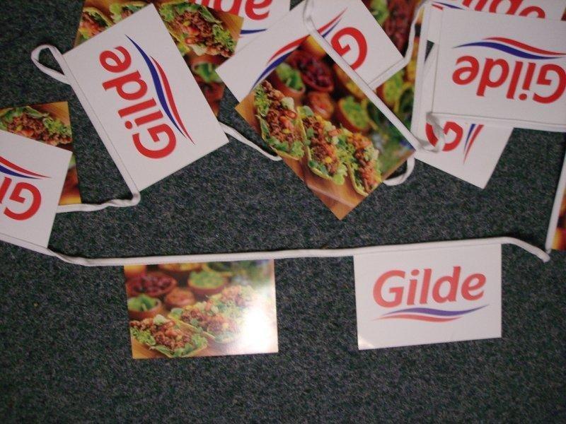 Papírové vlajkové řetězce - Gillde