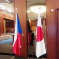 Slavnostní vlajky na stojanech