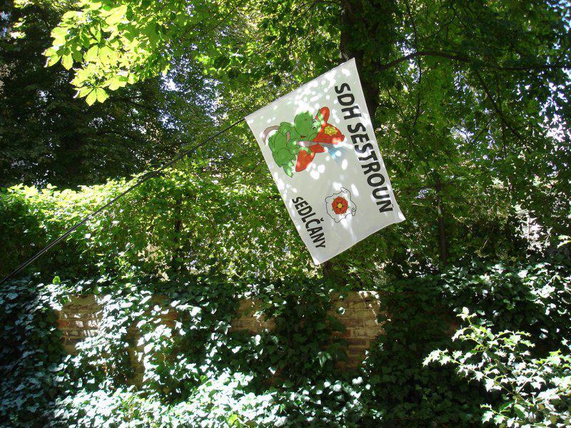 Reklamní vlajky na tyče - SDH Sestrouň