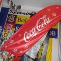 Reklamní vlajky na tyčky na plotech - Coca cola