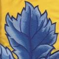 Výšivka listu na saténu - detail